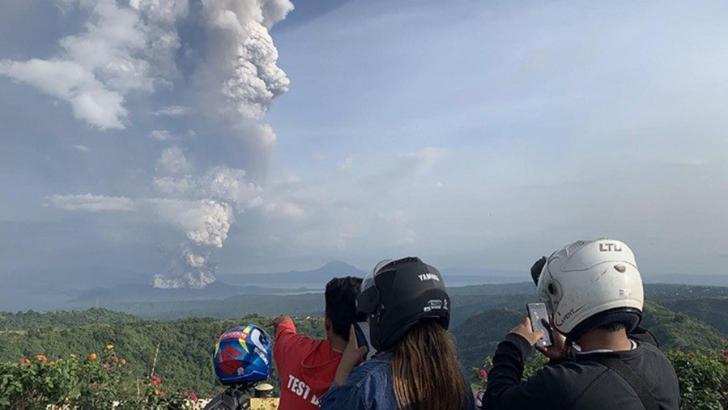 Risc de -tsunami vulcanic- dupa eruptia unui vulcan in mijlocul unui lac, in Filipine