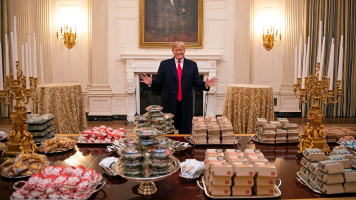Pizza, hamburgerii si cartofii prajiti revin in scoli, la ordinul lui Donald Trump