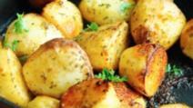 Aşa faci cei mai buni cartofi la cuptor. Ingredientul care face diferenţa