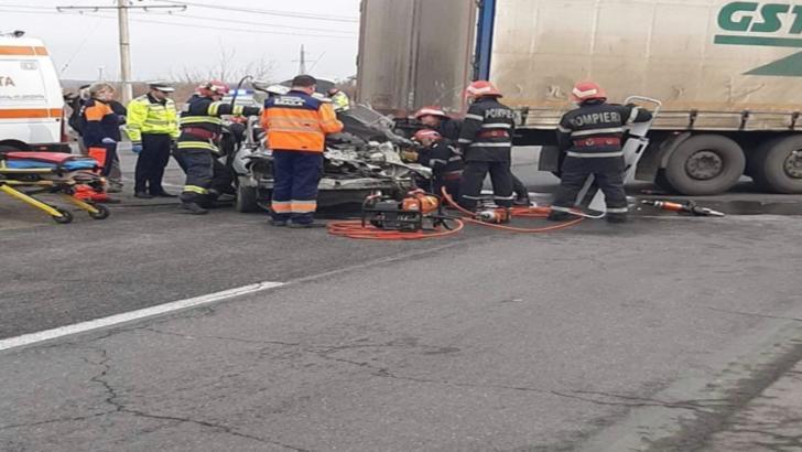 Accident mortal pe DN 21! Coliziune cu un ansamblu de vehicule