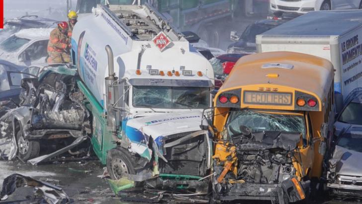 Carambol cu 200 de mașini pe un drum de mare viteză. Doi oameni au murit, iar 70 au fost răniți