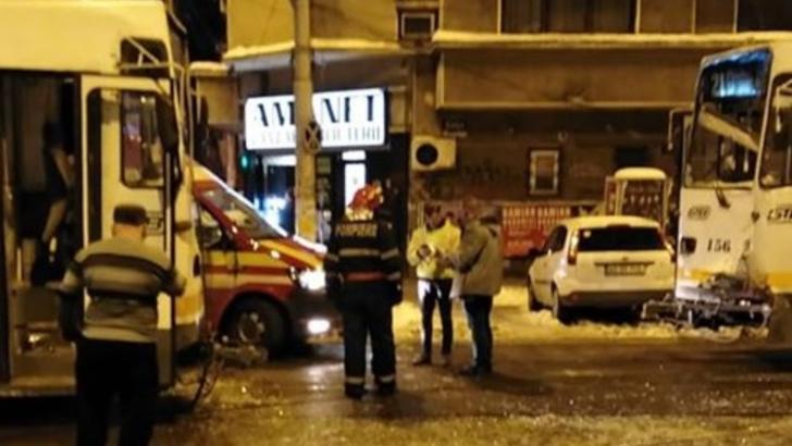 Accident grav, în Capitală. Două tramvaie s-au ciocnit: mai multe victime