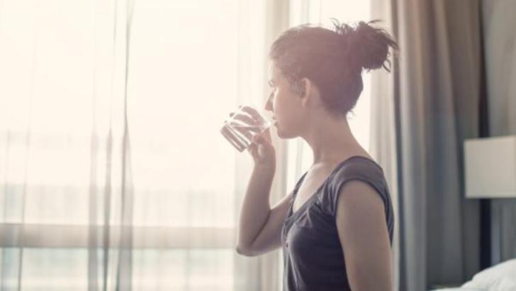 Terapia japoneza cu apa. Care sunt pasii, beneficiile si riscurile la care te expui