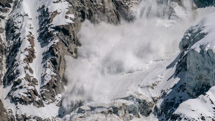 Risc ridicat de AVALANȘĂ în munții Bucegi, Baiului și Ciucaș. Avertismentul salvamontiștilor pentru turiști