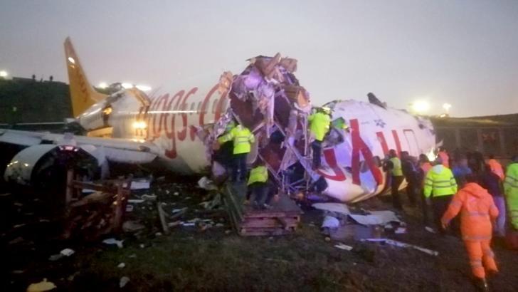 Avion rupt în două la aterizare pe aeroportul din Istanbul