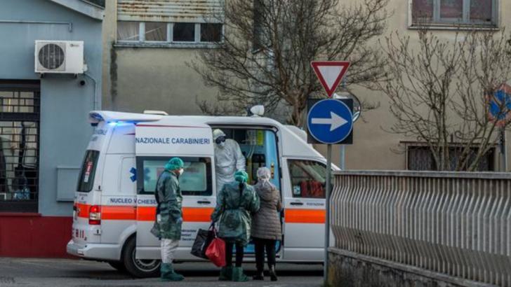 Femeie suspecta de coronavirus, preluata direct dintr-un mall din Bucuresti