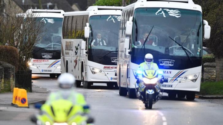 Peste 50 de elevi români, în carantină din cauza coronavirus. Se întorc cu autocarul din Italia, dați în consemn la frontieră