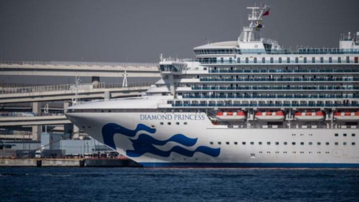 Romanii blocati pe nava de croaziera infestata revin acasa
