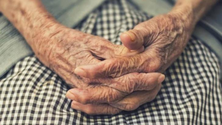 Pensionari, batjocoriți după o viață de muncă