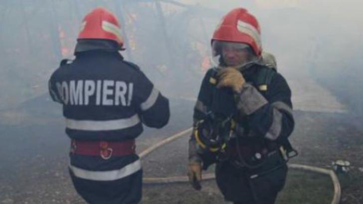 Incendiu violent, în Bolintin Vale. Un bărbat a suferit arsuri pe 50% din suprafața corpului