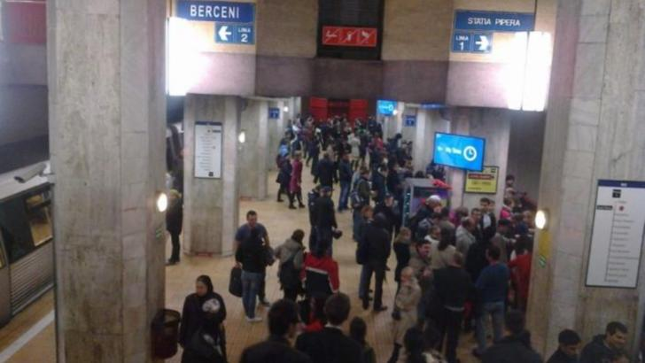 """Tânăr asiatic, scos cu forța din metroul bucureștean: """"L-au scuipat si l-au îmbrâncit"""""""