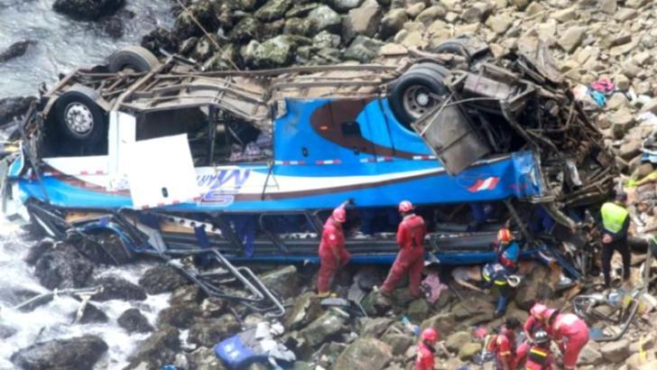 7 morti - Autocarul unei echipe de fotbal a cazut intr-o prapastie