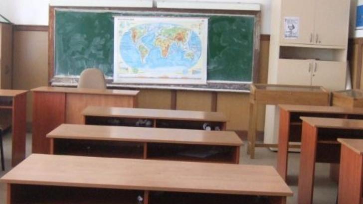 Peste 3000 de școli din toată țara, în scenariul ROȘU de funcționare. Cum arată NOILE date de la Ministerul Educației