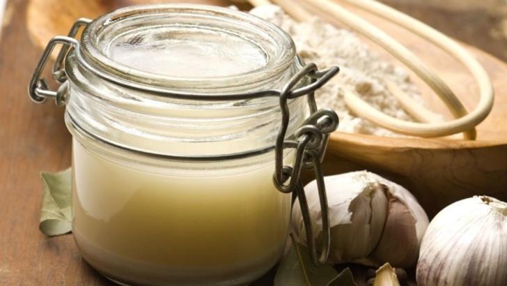 Cum prepari siropul de usturoi. Te scapă de răceli și întărește sistemul imunitar