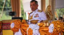 Regele Thailandei a închiriat un întreg hotel din Germania unde s-a autoizolat împreună cu 20 de femei
