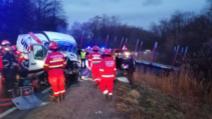 Accident grav, pe DN1: doi morţi, după impactul dintre un TIR şi o autoutilitară