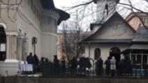 Bisericile și hipermarketurile, luate cu asalt de focșăneni, în această dimineață