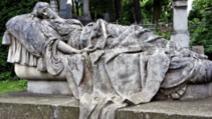 Ce a găsit familia în mormântul unei tinere moarte cu 43 de ani în urmă