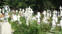 Bărbat accidentat în cimitir