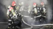 6 pompieri, în carantină după un incendiu la locuința unei persoane aflate în izolare