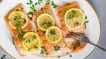 Așa faci cel mai bun peşte la cuptor. Gata în 15 minute! Ingredientul care face diferenţa