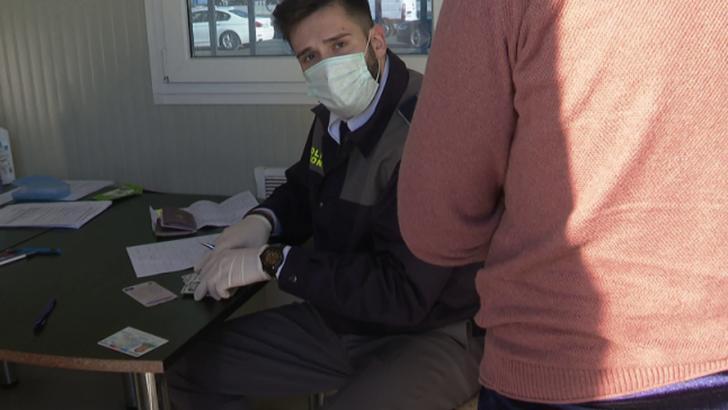 Românii continuă să vină în țară în număr mare. Mii de oameni au intrat în România în ultimele ore prin Vama Nădlac
