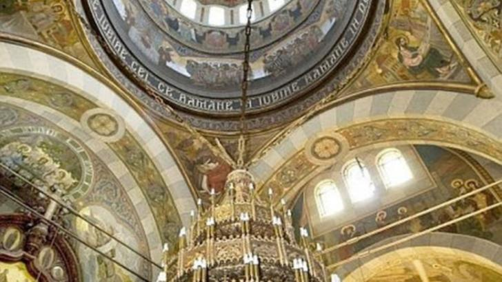 Doi preoti, doi diaconi si lumanareasa unei biserici, confirmati pozitiv COVID-19