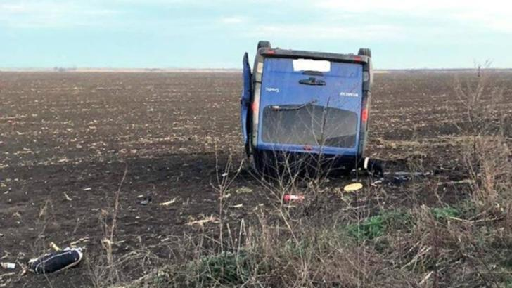 Accident grav, în jud. Călărași. Un microbuz plin cu pasageri s-a răsturnat: 8 victime