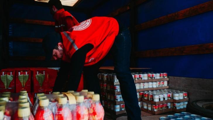 Crucea Rosie Sibiu ofera alimente persoanelor vulnerabile din judet