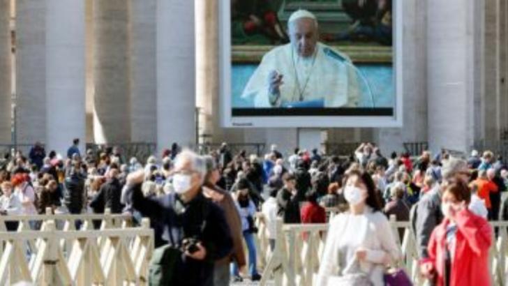 Papa, rugaciune prin transmisiune video