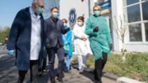 """Firea, în vizită la """"Victor Babeș"""". Spitalul a externat 125 de pacienți vindecați, din cei 400 la nivel național"""