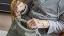 Femeie de peste 70 de ani, prinsă la furat, dar cu respectarea restricțiilor de vârstă. Cum au surprins-o polițiștii