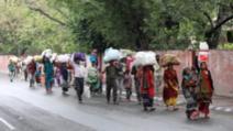 Milioane de indieni se deplasează pe jos în plină epidemie de coronavirus
