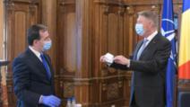 Iohannis a primit de la Orban o mască fabricată în România / Foto: Administratia Prezidentiala