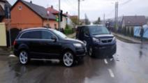 Dubă a Jandarmeriei, implicată într-un accident rutier, în Suceava
