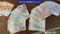 Descinderi de amploare la o rețea de traficanți de droguri din Dâmbovița: 3 persoane reținute
