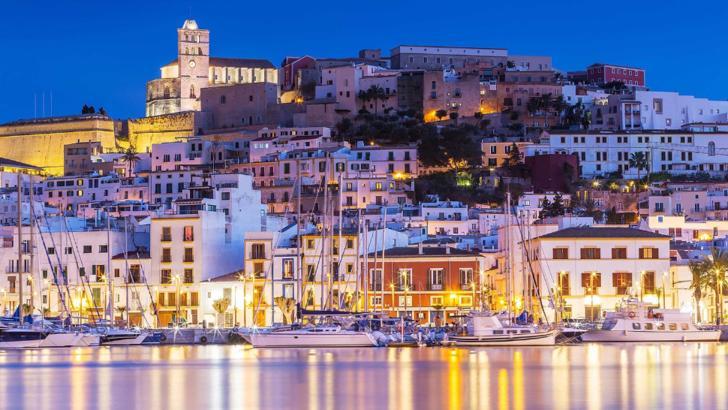 Ibiza şi Mallorca se vor deschide pentru turişti abia în august