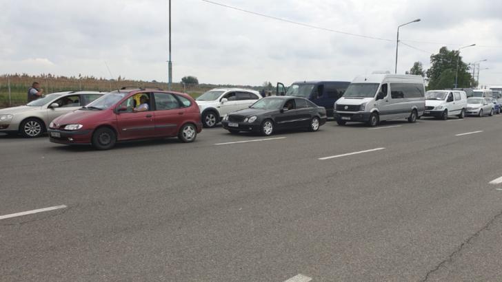 Protest spontan la frontiera la Nădlac 1, unde se așteaptă 3 ore pentru intrarea în România
