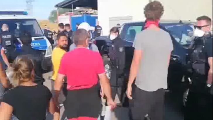 Protest spontan al românilor plecați la muncă în Germania. CE spune Ministru Muncii