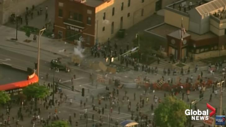 Val de proteste violente în Minneapolis. Vezi CARE au fost cauzele