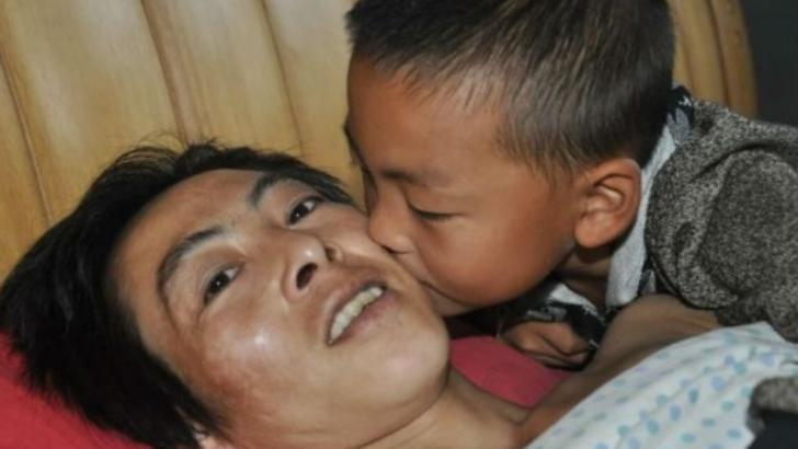 Abandonat de mamă, a fost nevoit să aibă grijă de tatăl PARALIZAT. La doar 7 ani, a luat o decizie tulburătoare