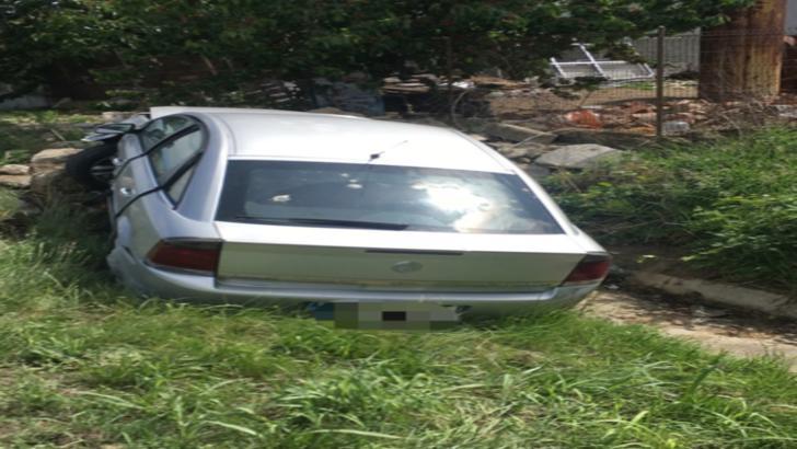 Accident rutier pe DN6! O șoferiță și-a distrus mașina într-un șanț din cauza unui fazan doljean