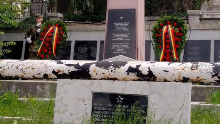 GAFĂ de proporții la Turda, de Ziua Eroilor! Coroane și onoruri militare pentru soldații sovietici în locul celor români Foto: Facebook/Manuela Moldovan