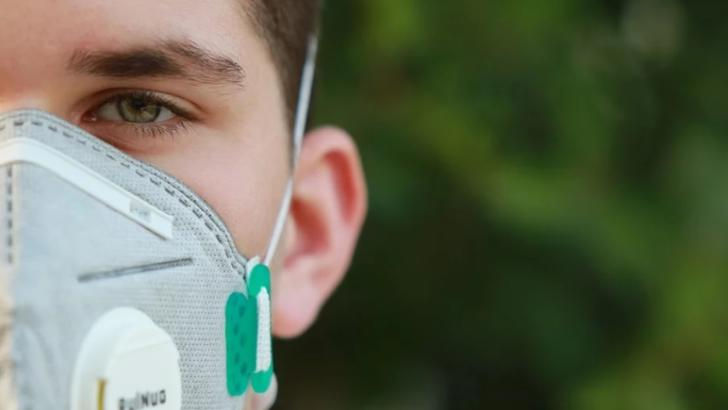 Cum să eviți iritațiile pielii produse de purtarea măștilor de protecție