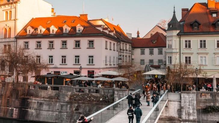 Slovenia a impus carantina pentru români