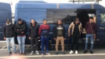 """""""Great Expectations"""". Rețea uriașă de trafic de migranți, descoperită în România. Oameni traficați în portbagaj"""