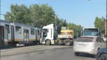 Accident între un TIR și un tramvai 41,  în București