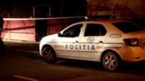 Agent de la Rutieră, la întalnire cu mașina poliției, în timpul serviciului