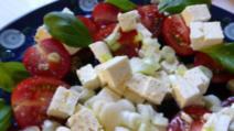 Roşii cu brânză, o combinaţie periculoasă pentru sănătate. Avertismentul nutriționiștilor