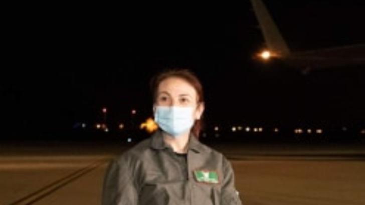 PREMIERĂ ÎN ROMÂNIA: O româncă - prima femeie pilot-comandat pe o aeronavă dintr-un grup strategic NATO